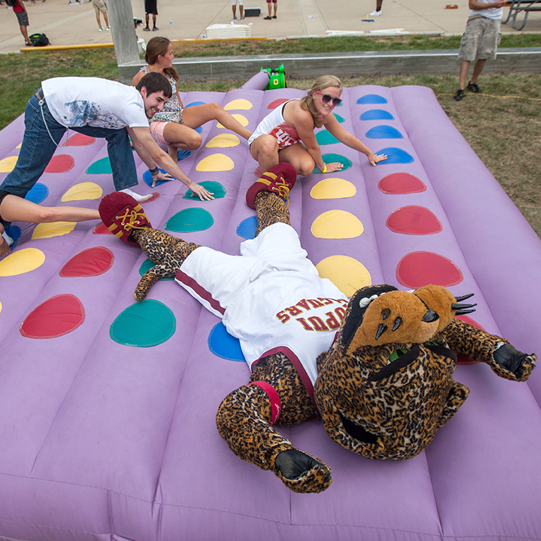 Jawz playing twister at an event.